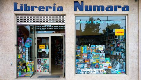 Fachada exterior de libreria Numara